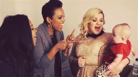 So sweet! Kelly Clarkson warms up 'Heartbeat' with little