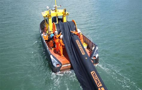 Oil Containment Booms - Fast Oil Spill Response | Vikoma