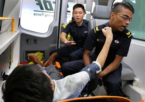 A helping hand gets a punch in the face, Singapore News